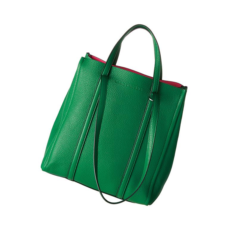 """資生堂のパッケージデザインも手掛ける日本画家・大竹彩奈さんは、和の""""粋""""を感じるアイテムを愛用!【働く女のバッグの中身】_1_2"""