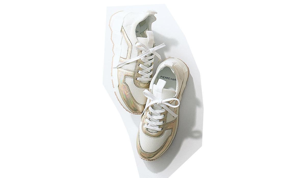 秋冬コーデのアクセントに断然ちょい派手が使えます」 派手顔だけど合わせやすい白×ゴールド。靴¥71,000/ピエール アルディ 東京(ピエール アルディ)