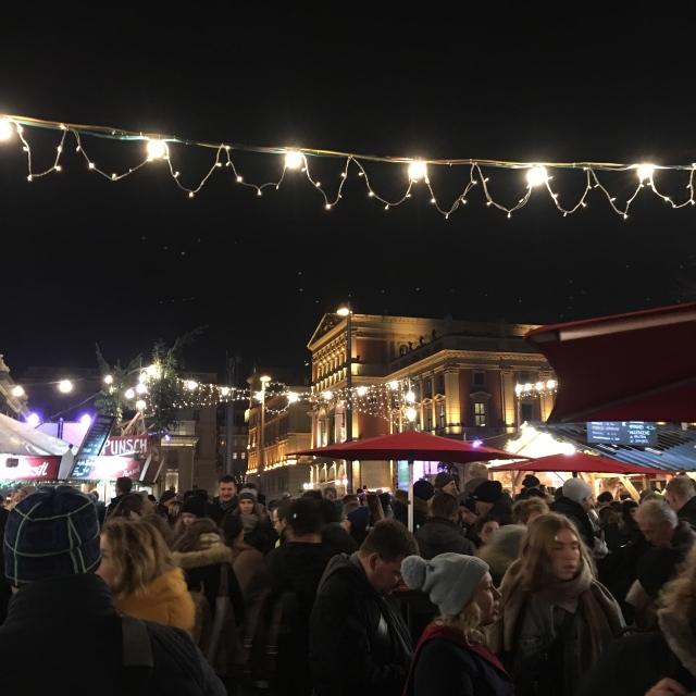 カールス教会広場のクリスマスマーケット_1_4