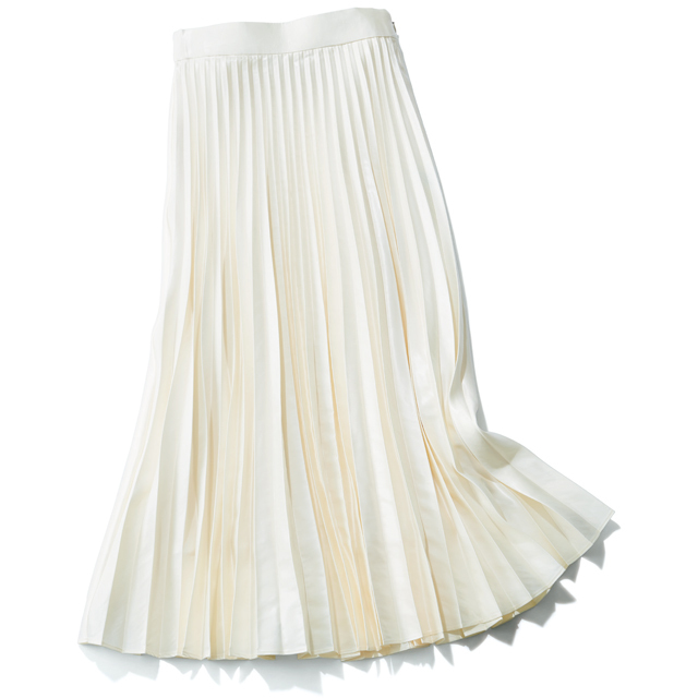 選ぶべきスカートはシャープな「プリーツ」