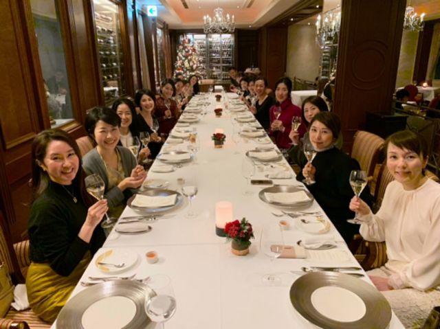 壮大な夜景を眺めながらのディナーに美女組大集合!_1_4