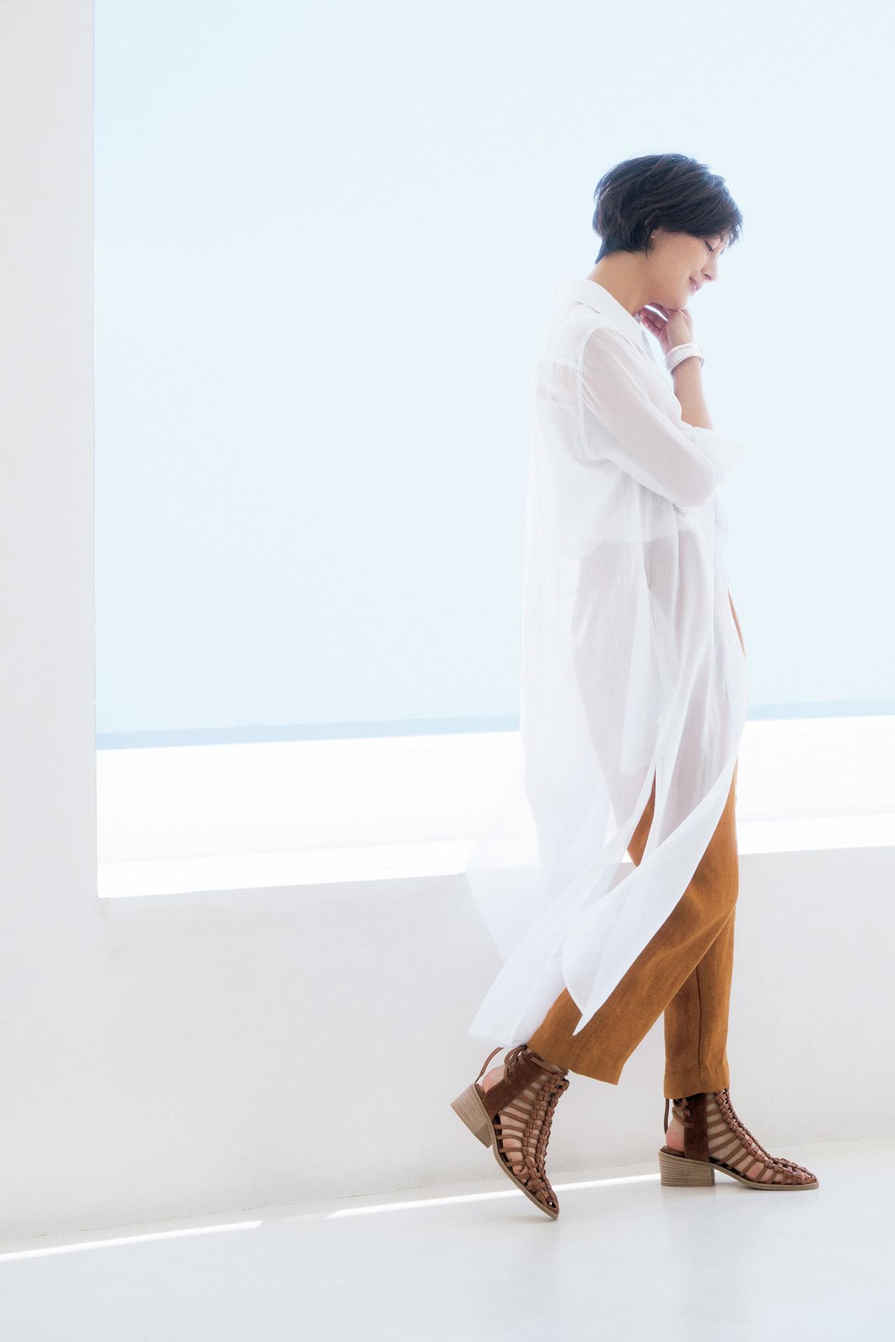 大人の初夏はこの素材から!富岡佳子、麻のパンツに魅せられて 五選_1_1-3