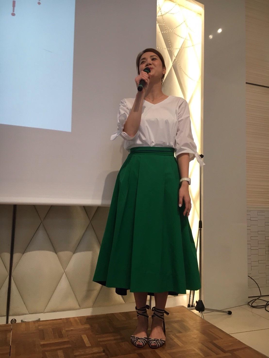 清潔感コーデに外せない白シャツとカラースカートを合わせてみる!_1_1