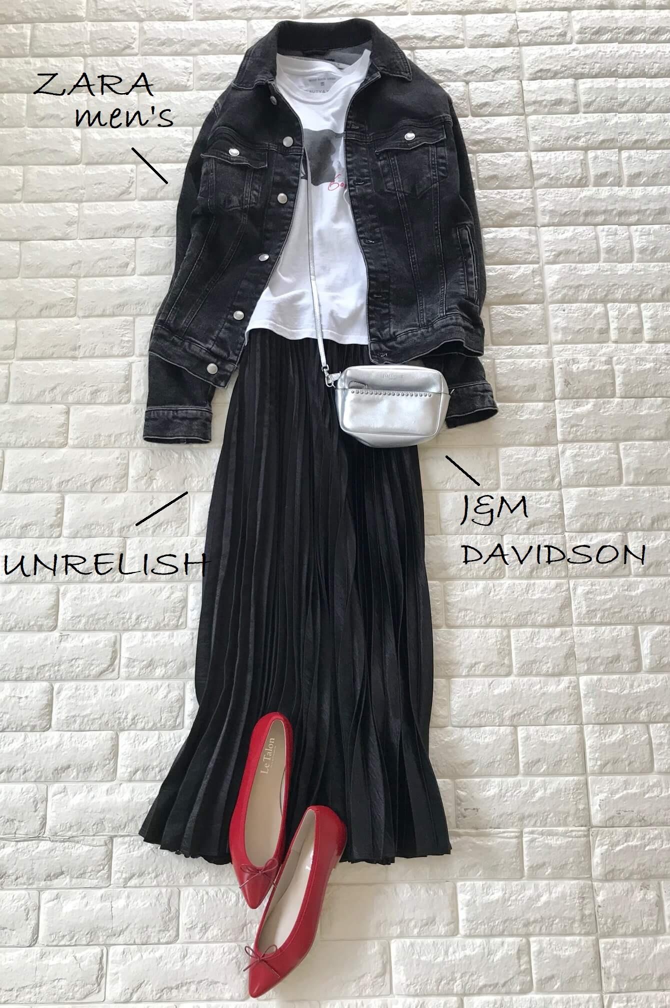 ルタロンのバレエシューズと黒いスカートを合わせたコーデ