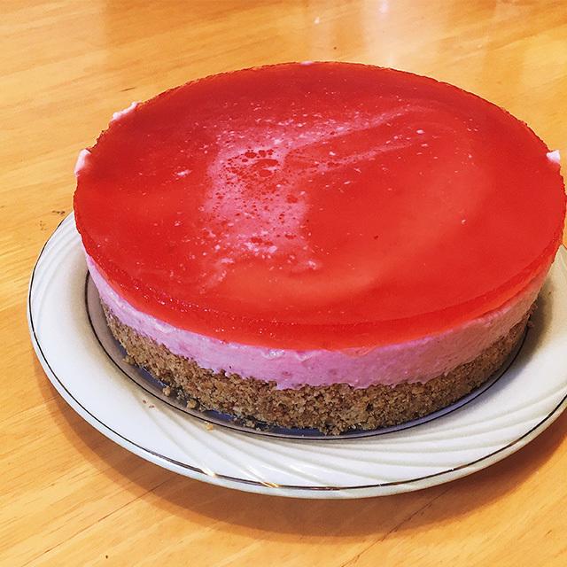 3層になったいちごケーキ