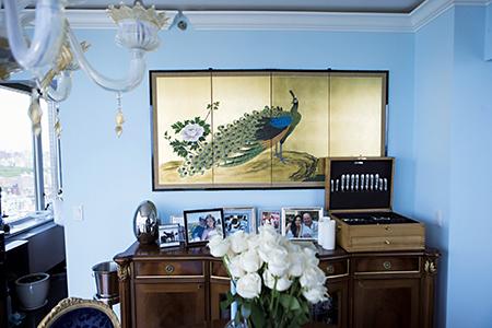 大好きなブルーと重厚で伝統的な家具との融合 和央ようかさんの人生最高に「好き」な家 五選 _1_2-5