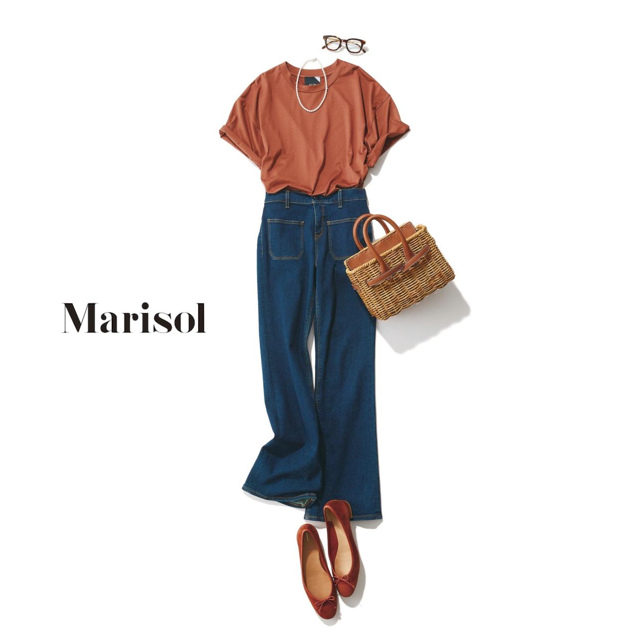 40代ファッション オレンジブラウンTシャツ×デニムパンツコーデ