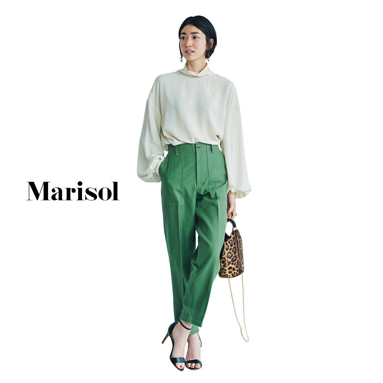 40代ファッション 白ブラウス×カーキベイカーパンツ コーデ