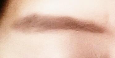 黒々した眉毛なのですが、なりたい色味に近づけました