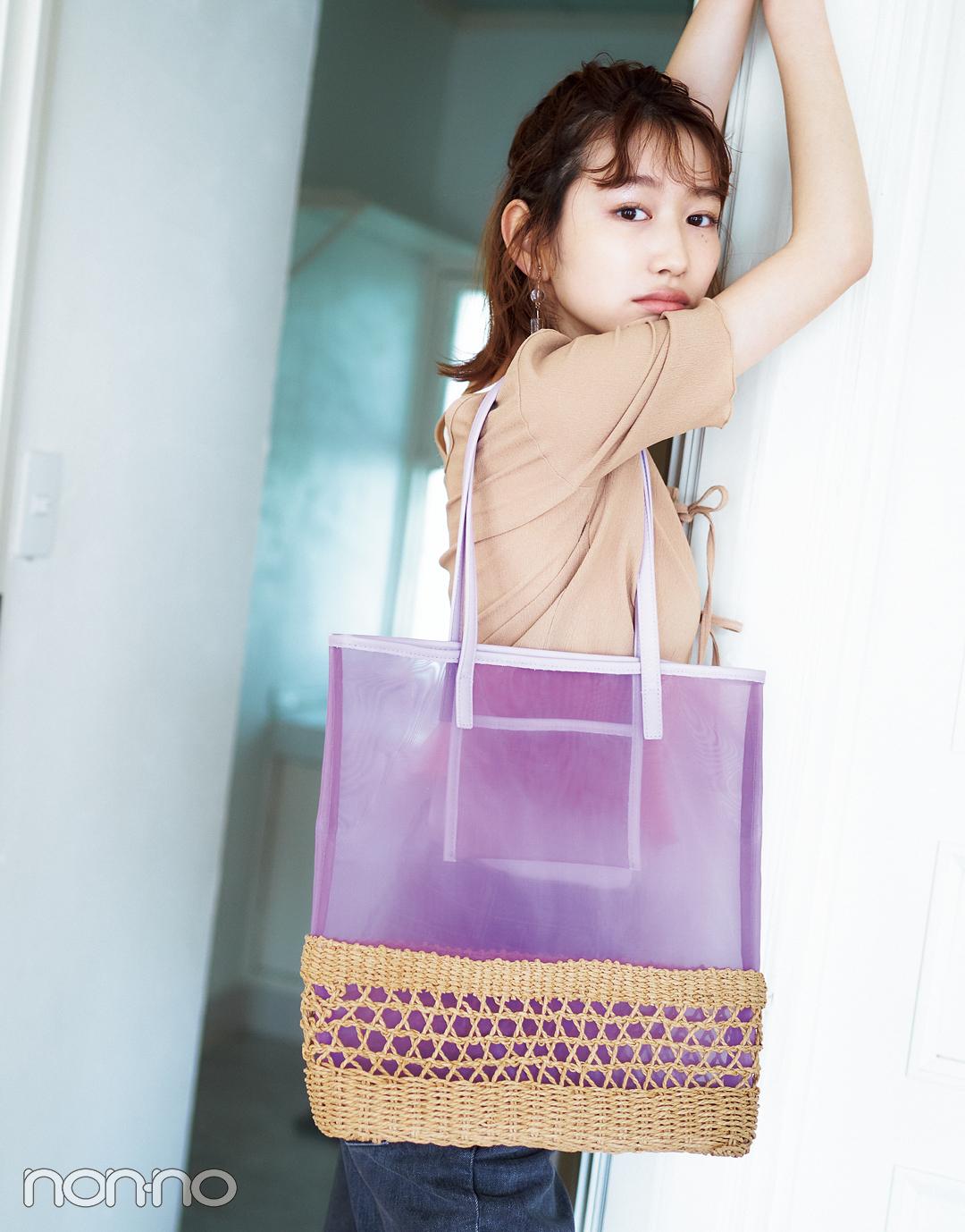 岡本夏美の夏素材メッシュトートバッグのコーデ1