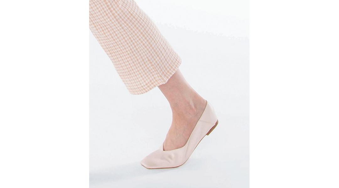靴底が足の動きに沿うような柔らかいものを選ぶことが大切