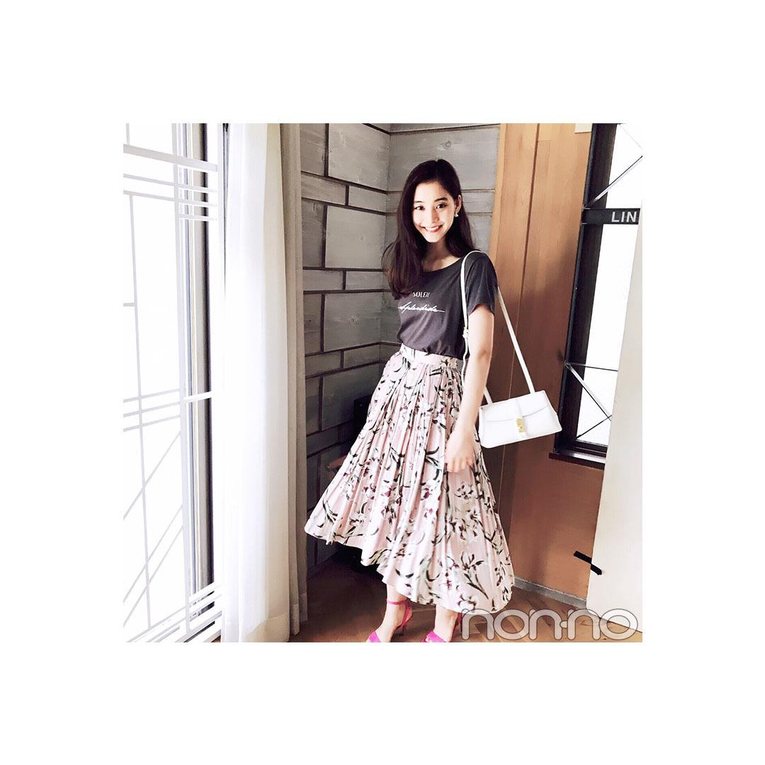 新木優子は花柄スカートでロゴTを女っぽく!【毎日コーデ】_1_1