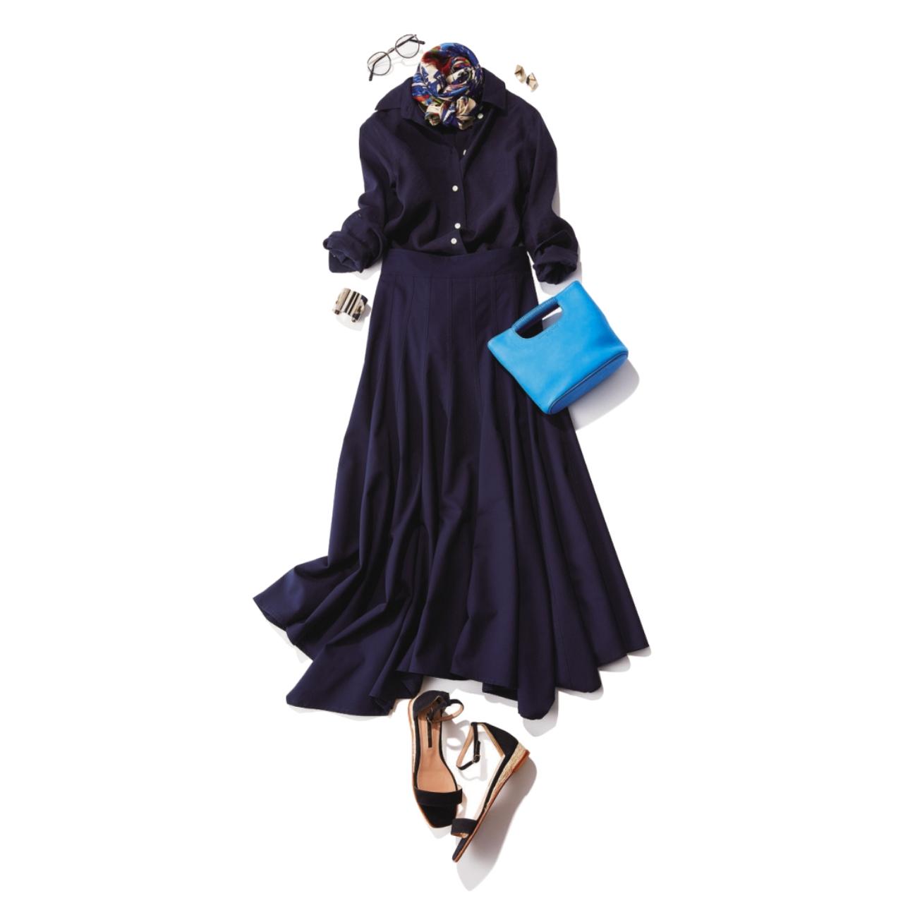 ダークネイビースカート×ネイビーシャツ&きれい色バッグのファッションコーデ
