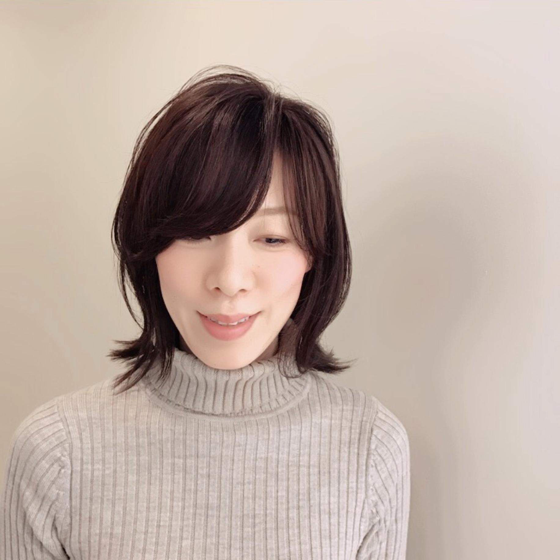 春服に合う髪型。イメージチェンジのキーワードは「厚めの外ハネ」!