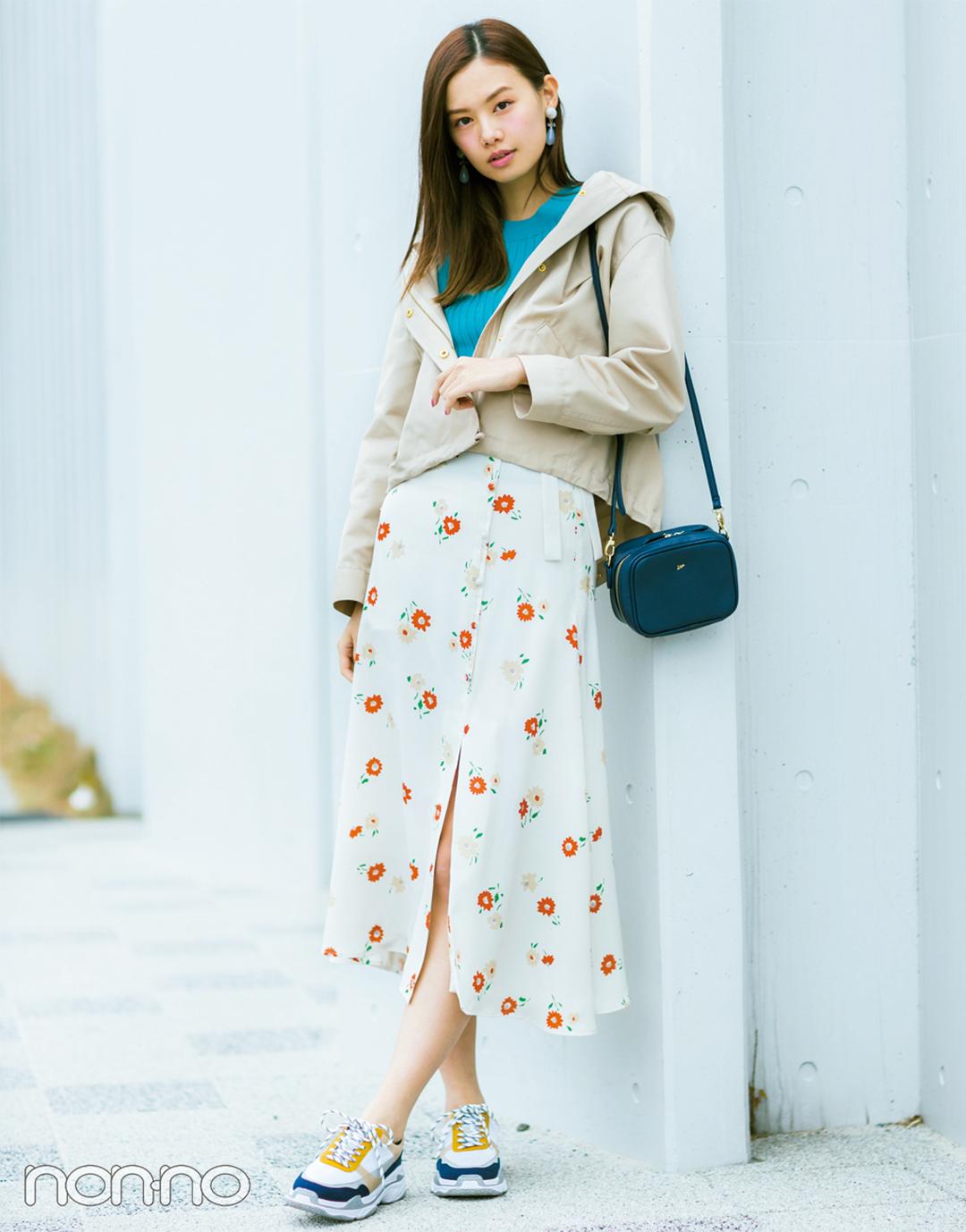 【花柄スカートコーデ】ロマンチックな花柄スカートを活動的なマウンパで印象一新!