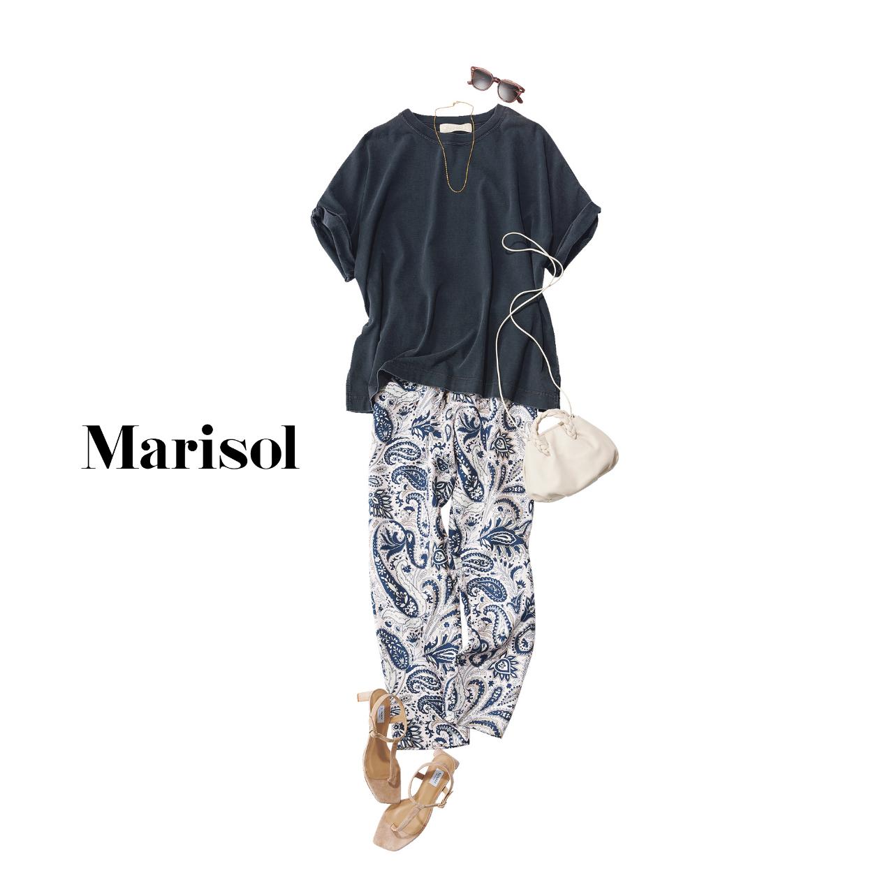 40代ファッション   スミクロTシャツ×パンツ×サンダルコーデ