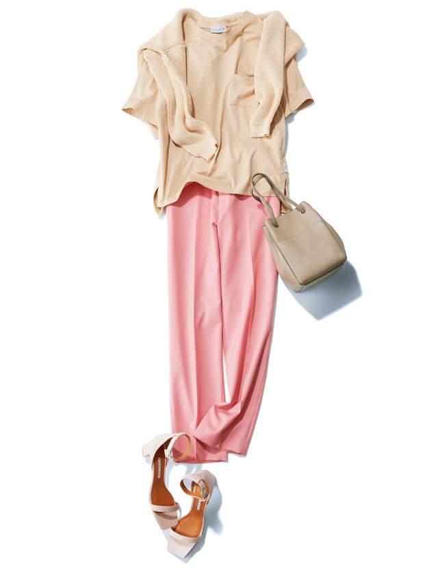 ピンクとのなじませ配色で甘さ控えめなパンツスタイル