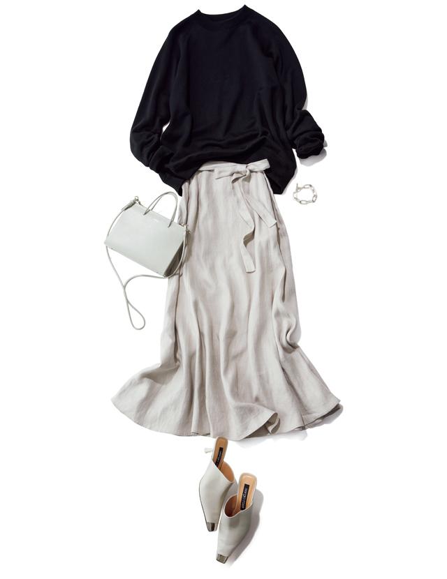 きれいめスカートにこなれ感を与えるメンズライクな黒ニットとのコーデ