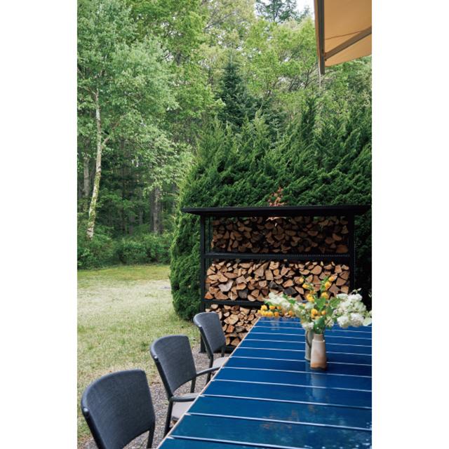 ブルーのタイル天板が美しいロダのテーブル「テカ」