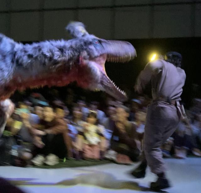 渋谷の中心でティラノサウルスに襲われる_1_4