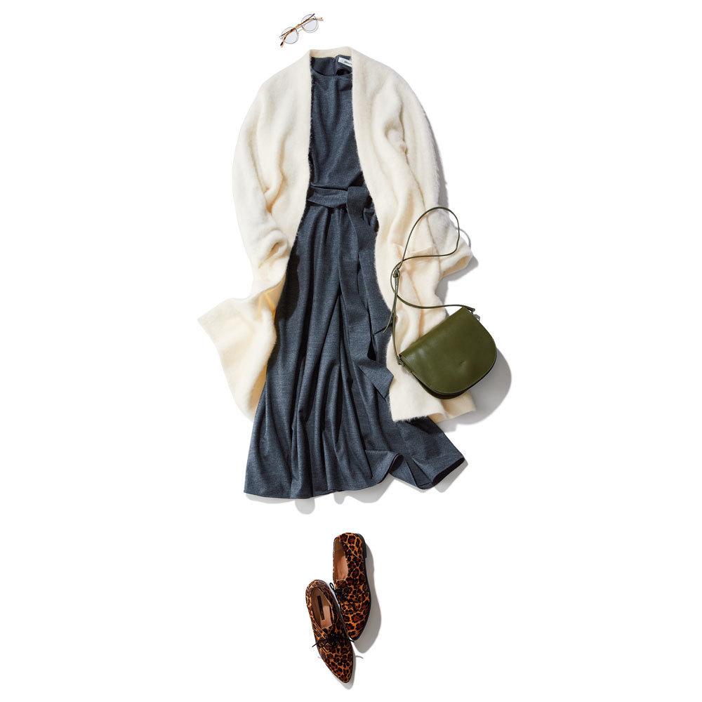 白モヘアカーディガン×ワンピースのファッションコーデ
