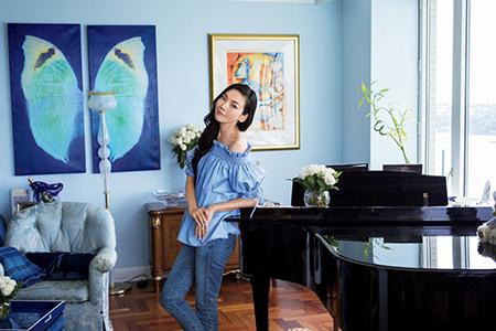 大好きなブルーと重厚で伝統的な家具との融合 和央ようかさんの人生最高に「好き」な家 五選 _1_2-3