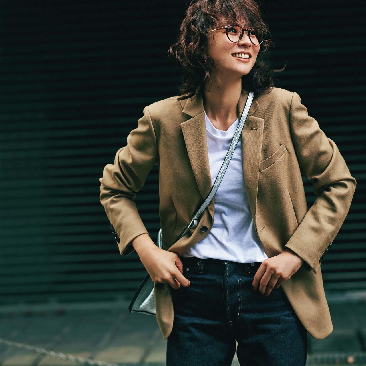 キャメルのテーラードジャケット×デニムのファッションコーデ