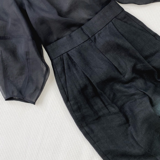 定番の黒パンツを極める!今っぽく、おしゃれで、美脚見えする黒パンツコーデまとめ|40代ファッション_1_27