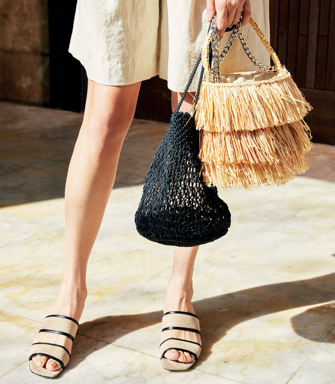 フリンジかごバッグと、コットン編み黒かごバッグ