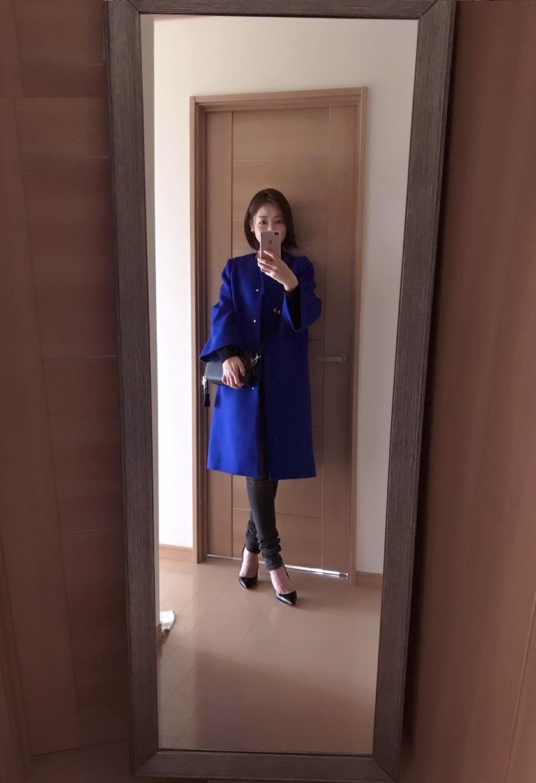 ユナイテッドアローズのブルーのコート着画