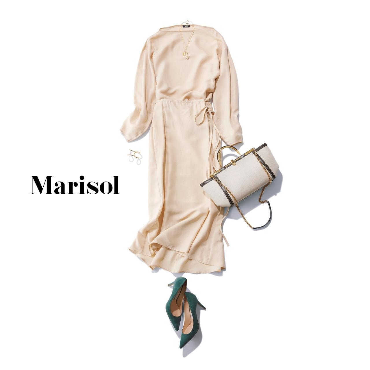 40代ファッション 淡ベージュブラウス×淡ベージュスカートコーデ