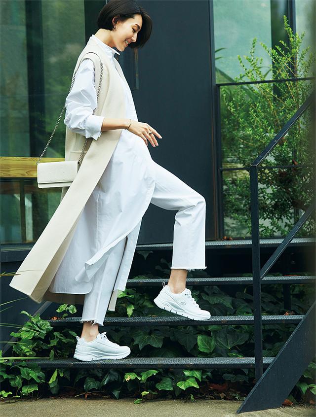 驚きの軽さと履き心地でどこまでも歩けるさわやかな白