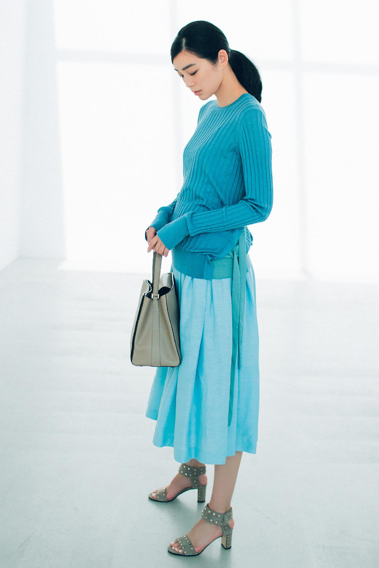ブルーのスカートは、涼やかな美人感で360度好感度! 五選_1_1-2