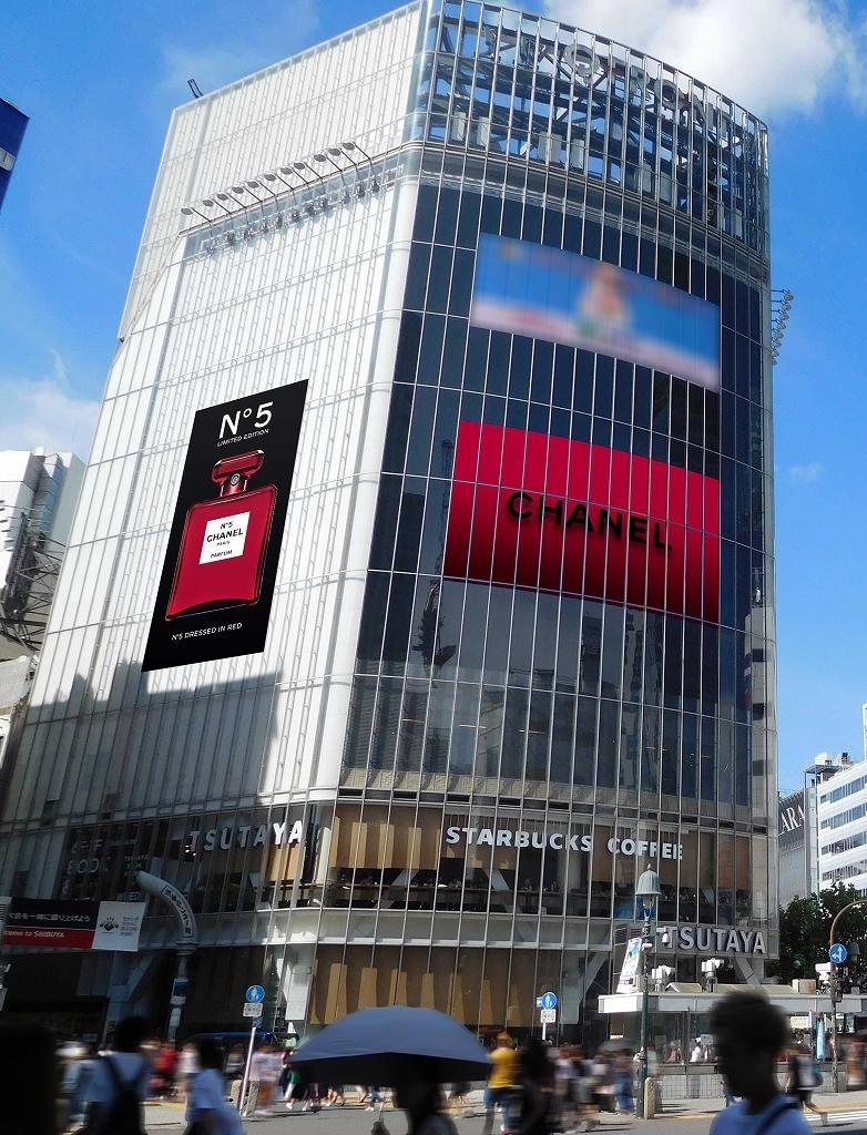 シャネル N°5 限定レッドボトルのビジュアルが、渋谷・銀座の街を席捲中!_1_2-2