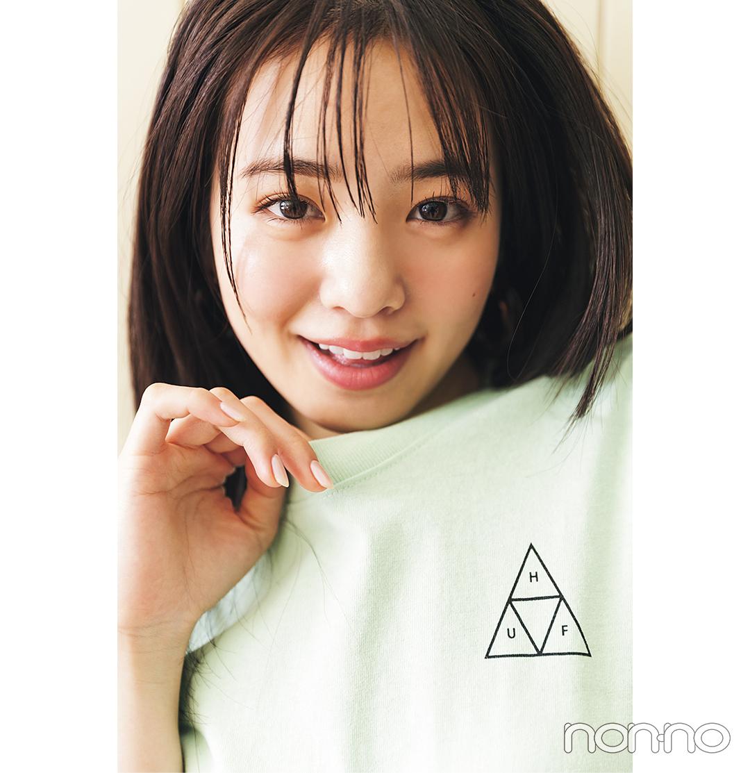 横田真悠が着るバックロゴTシャツコーデ11