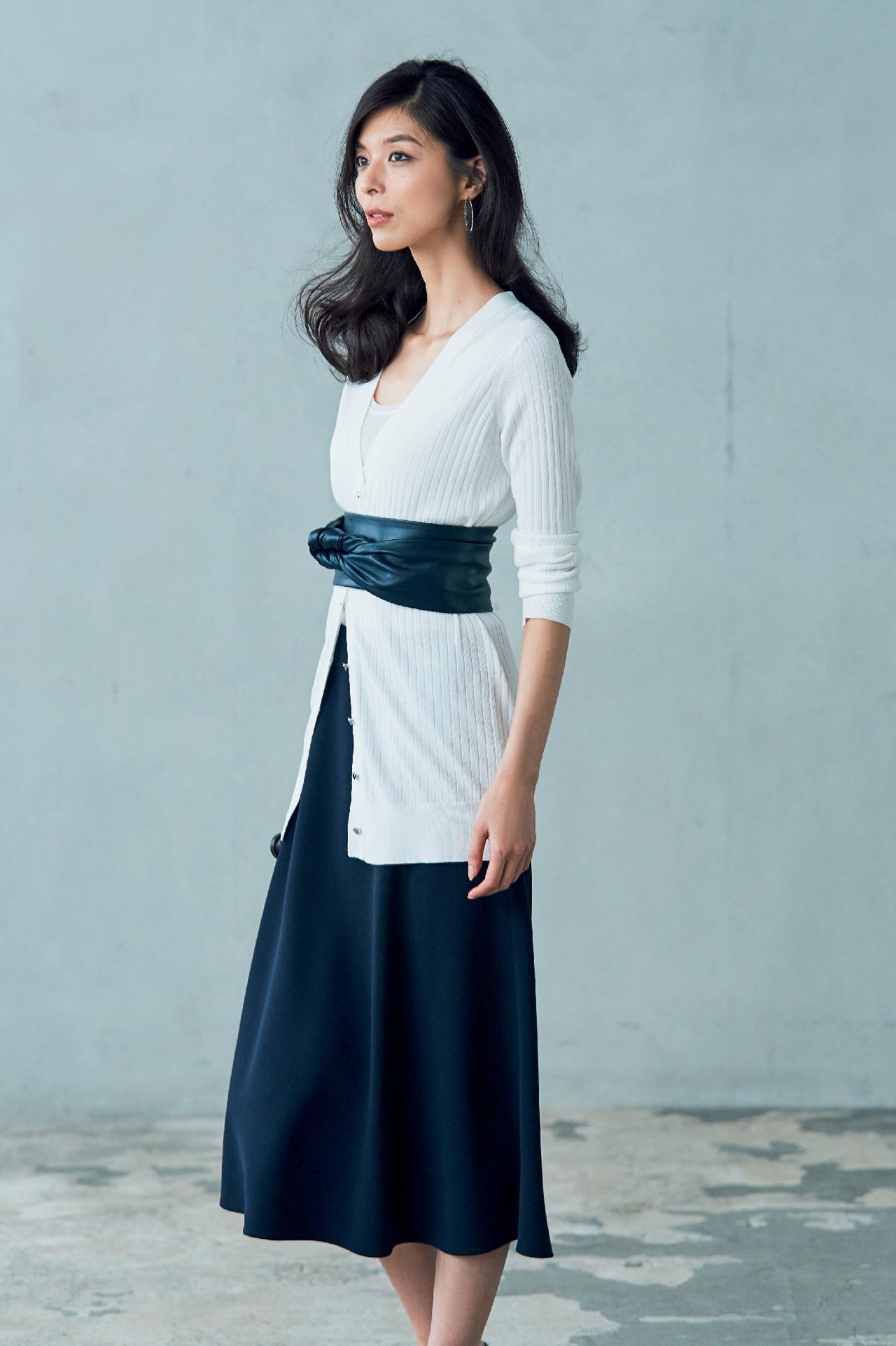 この季節、何はなくとも必要な優秀服は「白いロングカーディガン」 五選_3_1