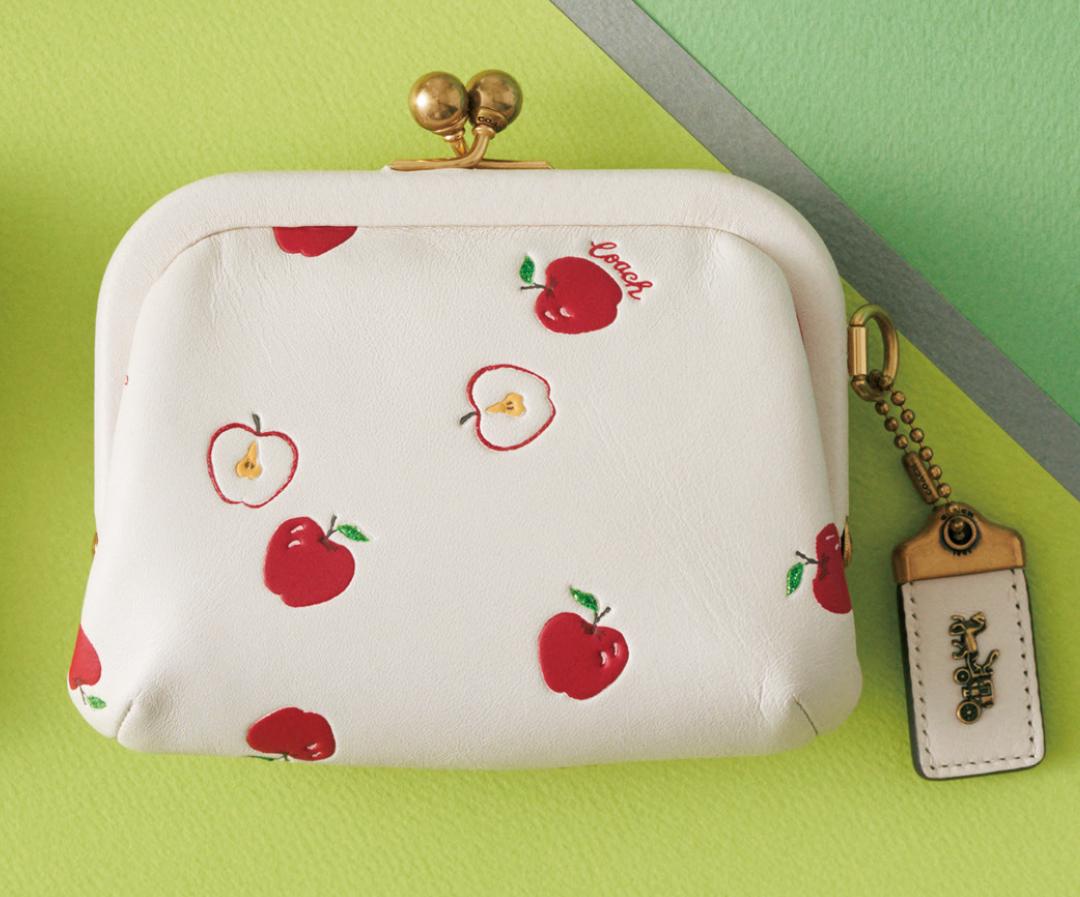 コーチのミニ財布、今買うなら限定アップル柄♡ 【20歳からの名品】_1_2-3