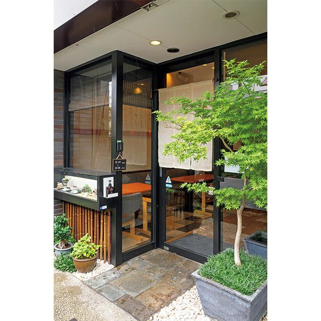 昭和元年創業の和菓子店の茶房としてスタート