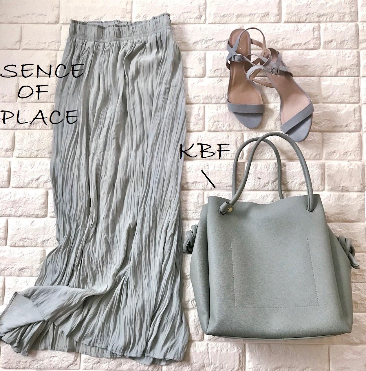 センスオブプレイスのスカートとKBFのバッグ画像