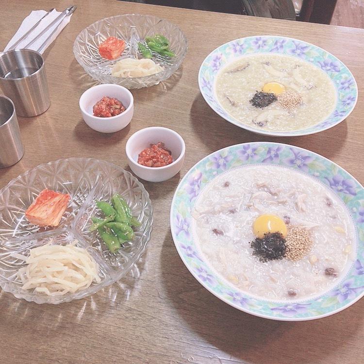 (奥)アワビ粥 (手前)参鶏湯粥