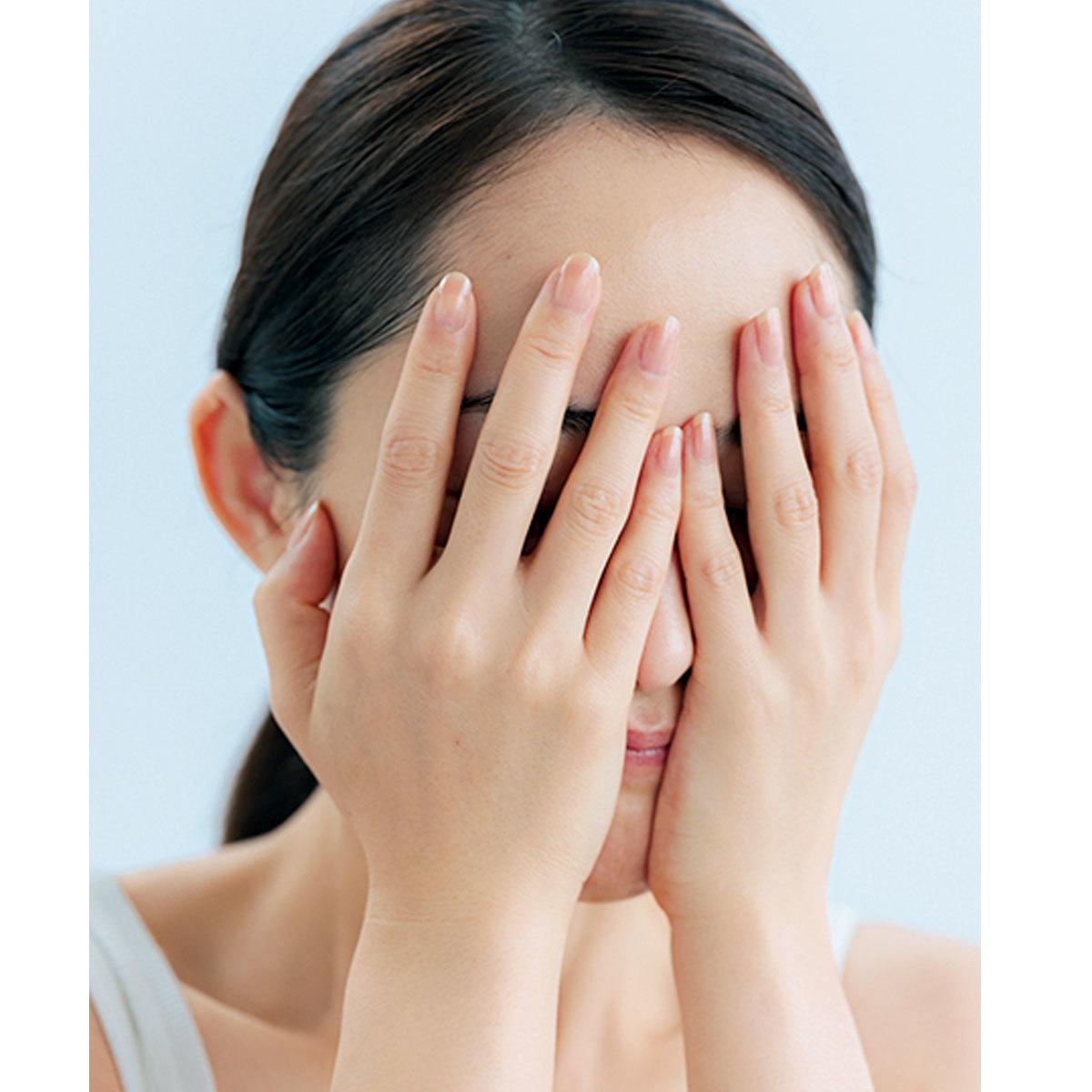 両手のひら全体で顔をしっかり覆って時間をかけて浸透させる
