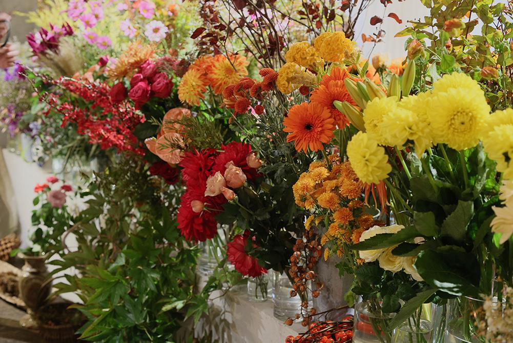 「グラデーションにこだわる」という田口さん。着色などされていない、自然なままの花たちは、目にも心にもやさしい佇まい。