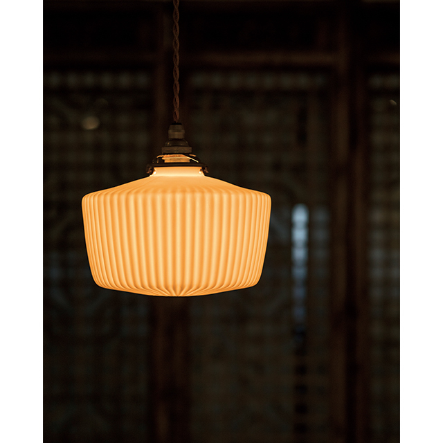 飛松灯器の磁器製照明
