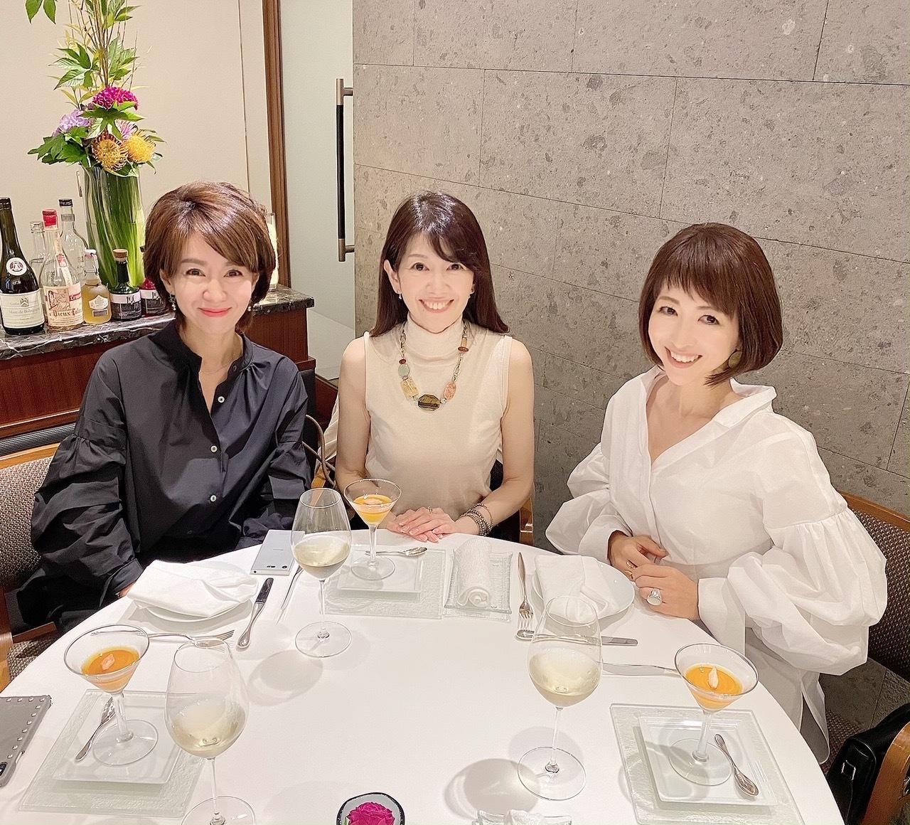 デコラティブな白シャツで華組ランチ_1_2