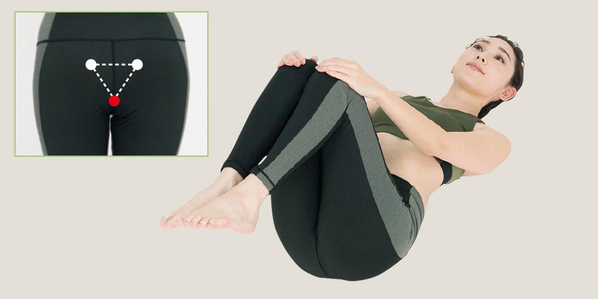 膝を下へ回していき仙骨下側を刺激