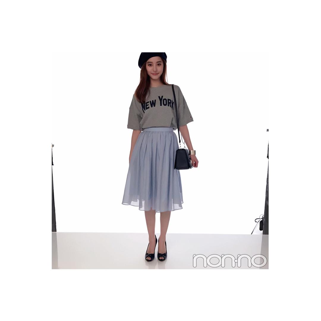 毎日コーデ★新木優子はロゴTをスカートで甘辛MIX!_1_1