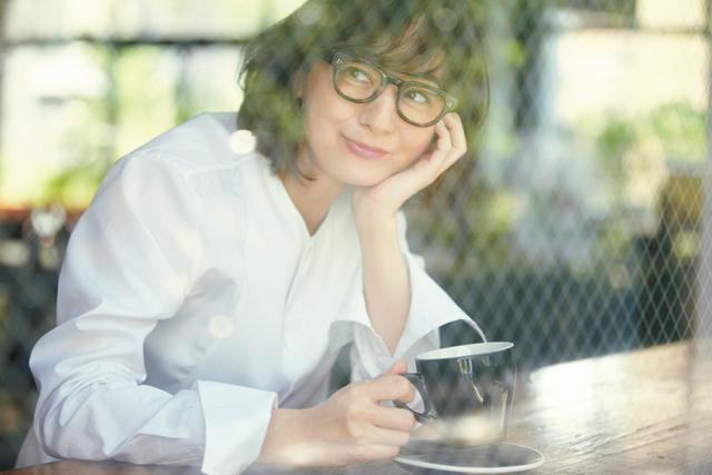 シャツコーデの富岡佳子