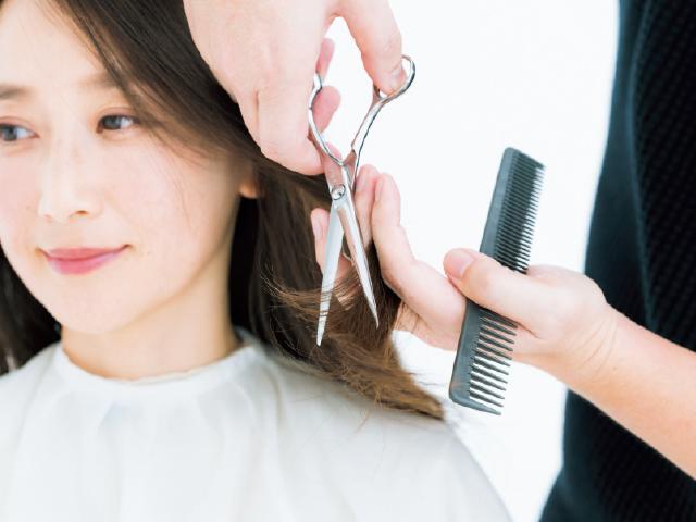 顔まわりからサイドの髪にレイヤーを入れる
