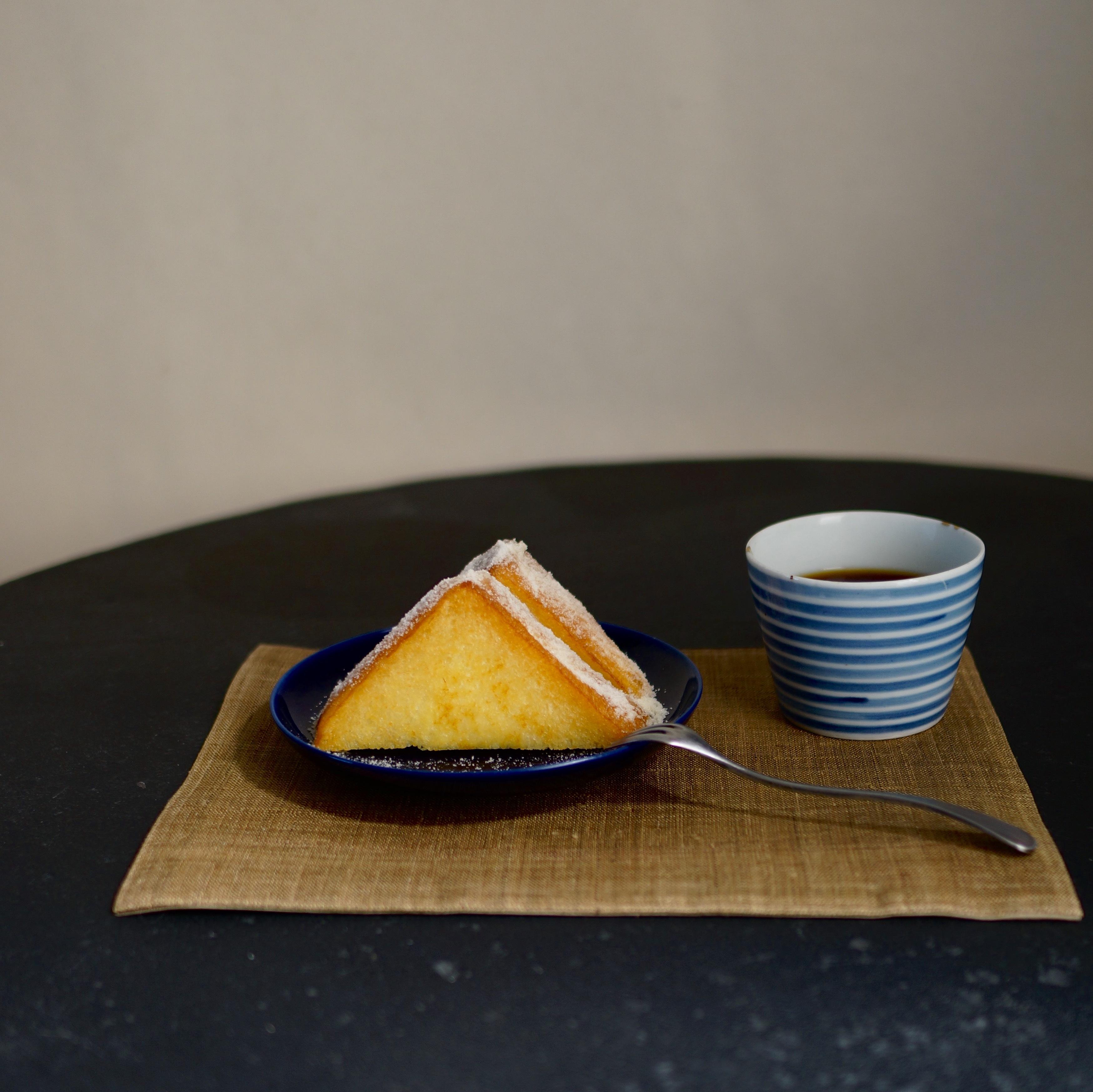 老舗喫茶店のフレンチトーストと、初雪。_1_1-2