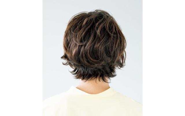トップ・前髪・毛先をカットで動かして立体感を演出 バック
